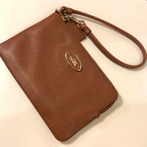 Coach || Corner Zip Leather Wristlet